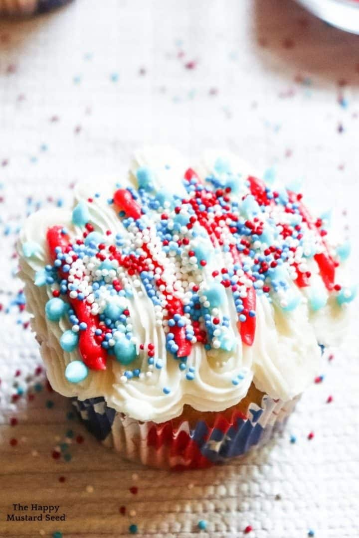Patriotic Cupcakes, 4th of july cupcakes, patriotic desserts, red white and blue cupcakes