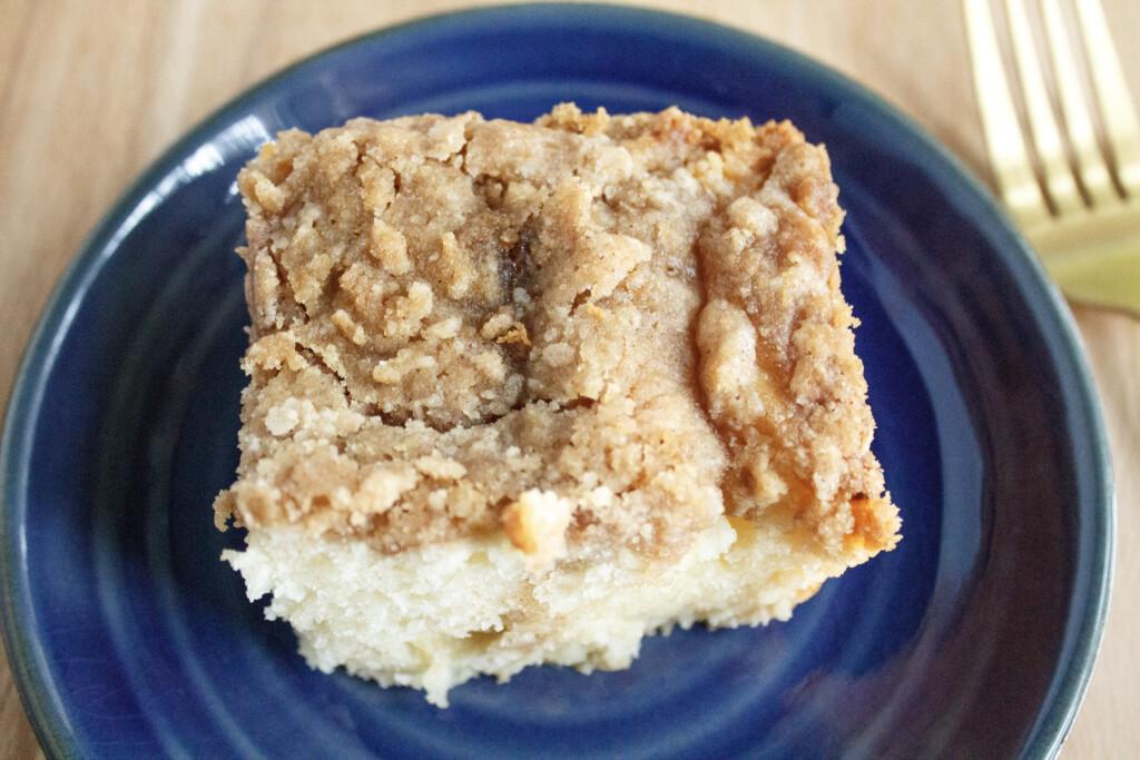 Cinnamon-Apple-Crumb-Cake-slice-on-blue-plate