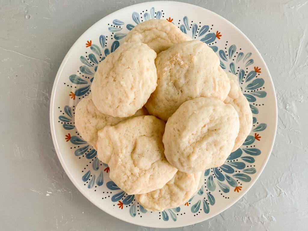 Sourdough-discard-lemon-cookies-on-plate