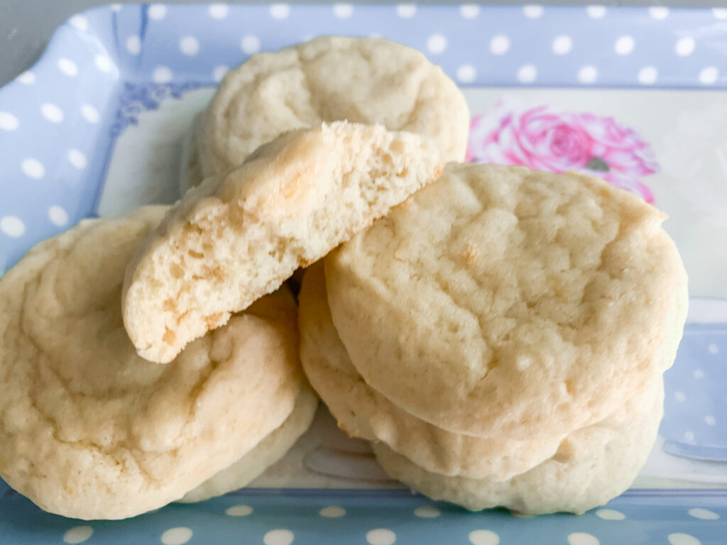 Front-view-of-chewy-and-soft-sourdough-lemon-cookies-on-plate
