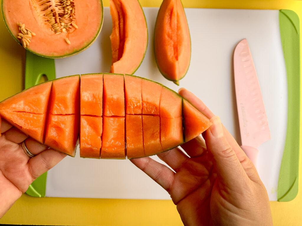 How-To-Cut-A-Cantaloupe-mango-cubes