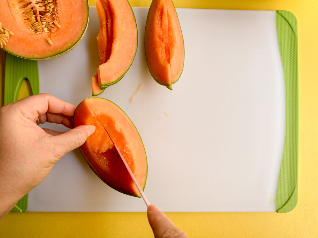 How-To-Cut-A-Cantaloupe-sliced-to-down-rind