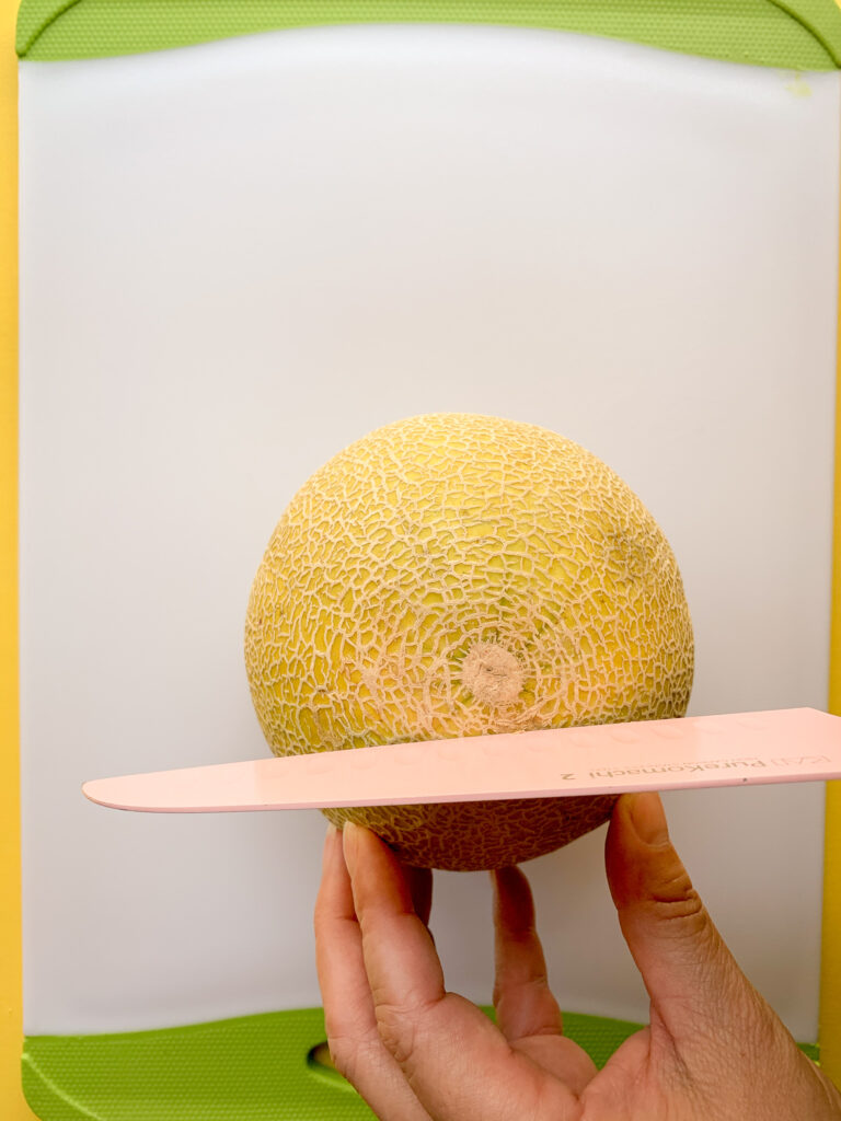 How-To-Cut-A-Cantaloupe-whole-standing