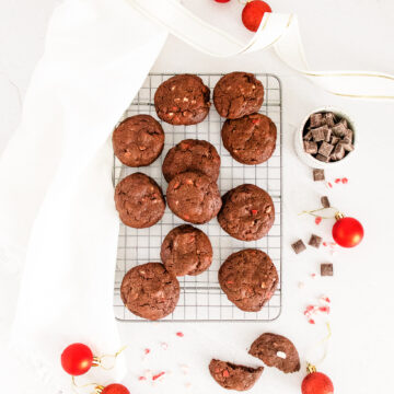 peppermint-cookies-on-a-cooling-rack