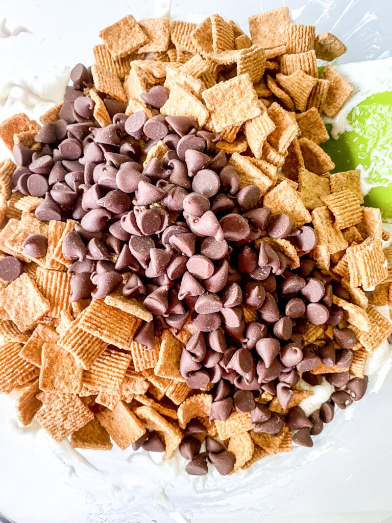 Golden-Grahams-Smores-cereal-bars-mashmellow-butter-golden-grahams-chocoalte-chips