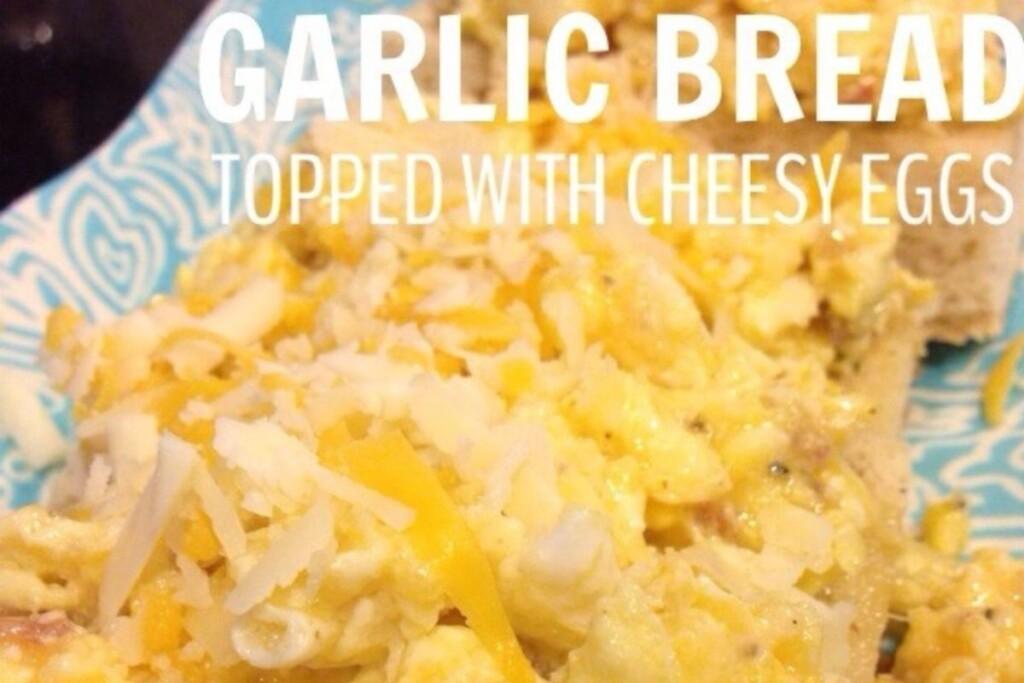 sourdough-garlic-bread-topped-with-cheesy-eggs
